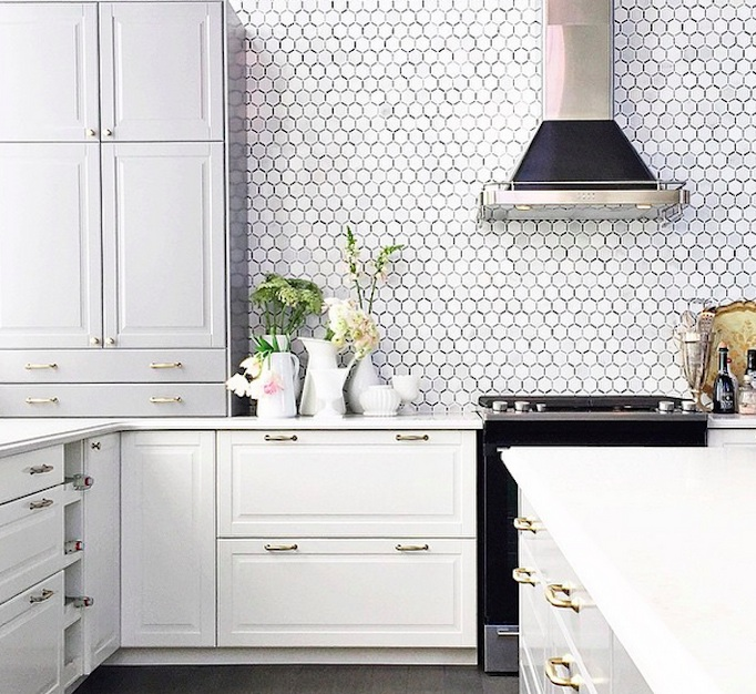 Black and white inspiration becki owens for Jillian harris kitchen designs