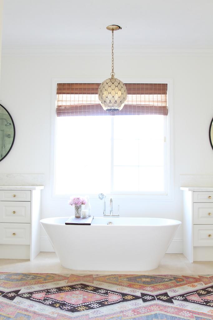 las palmas-bathroom-white-freestanding-tub