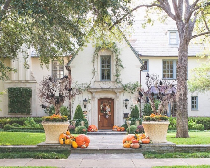 halloween-curb-appeal-1