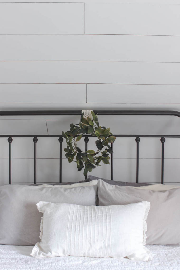 becki-owens-holiday-greenery-bedroom