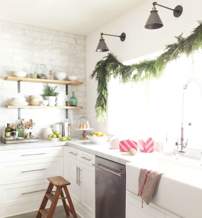 becki-owens-holiday-greenery-kitchen4