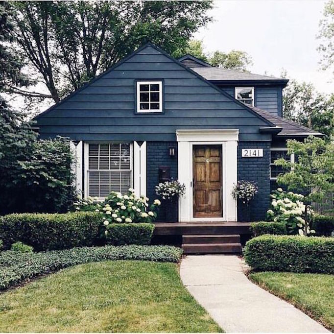 Best Exterior Home Design 2017: 12 Inspiring Dark Exteriors
