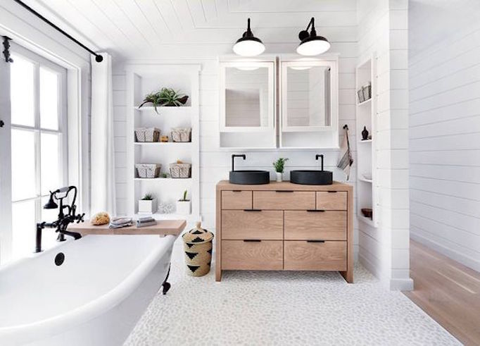 25 Fresh Farmhouse Bathrooms